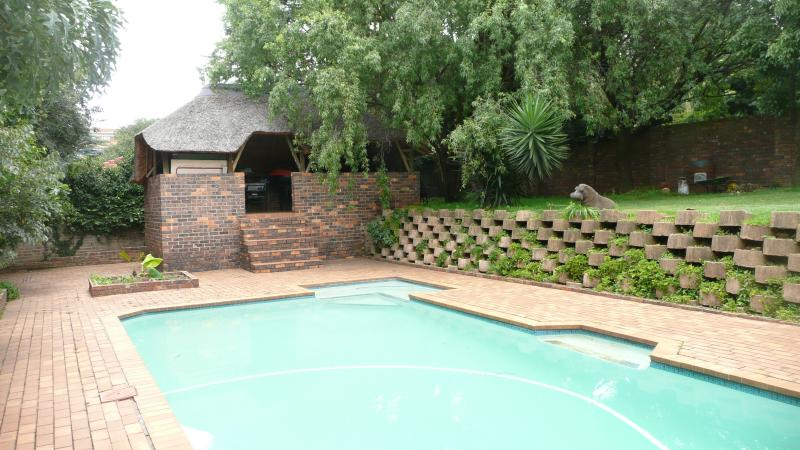 Thatched lapa & pool