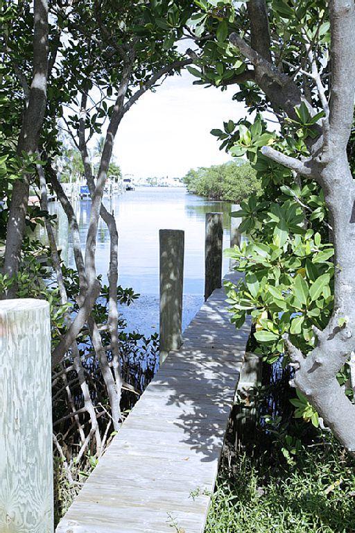 Notre quai est à votre disposition... apportez un bateau (jusqu'à 9' faisceau), kayak, ou simplement louer un.