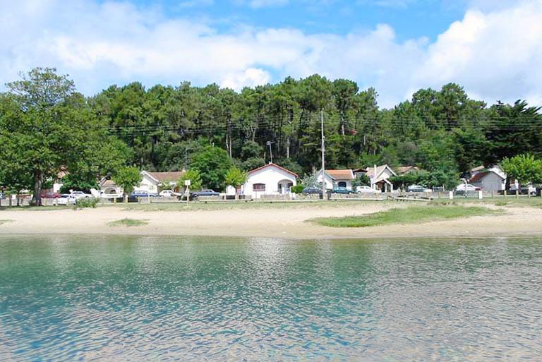 Etchola-Home Ferienwohnung mit Seeblick für Familien, vacation rental in Lacanau-Ocean