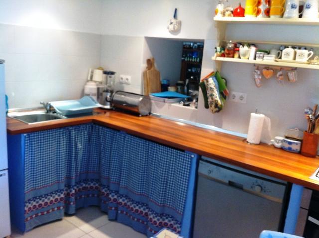 Kitchen, dishwasher, blender, oven, 4 rings