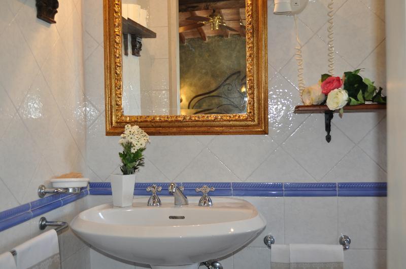 Bed and Breakfast 'IL Casolare di Libbiano' - Bagno camera matrimoniale/doppia