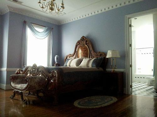 Victorian Room King Bed, Private bath, Victorian settee and chair,writing Desk, 32' Flat Screen TV