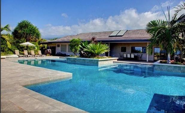 Ahina Palauna Estate- Sleeps 20! Minutes from ocean! Private pool!, vacation rental in Kailua-Kona