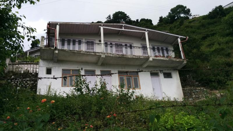 Cozy Cottage with Picturesque Valley View in Bhowali, Sainik School with all amenities