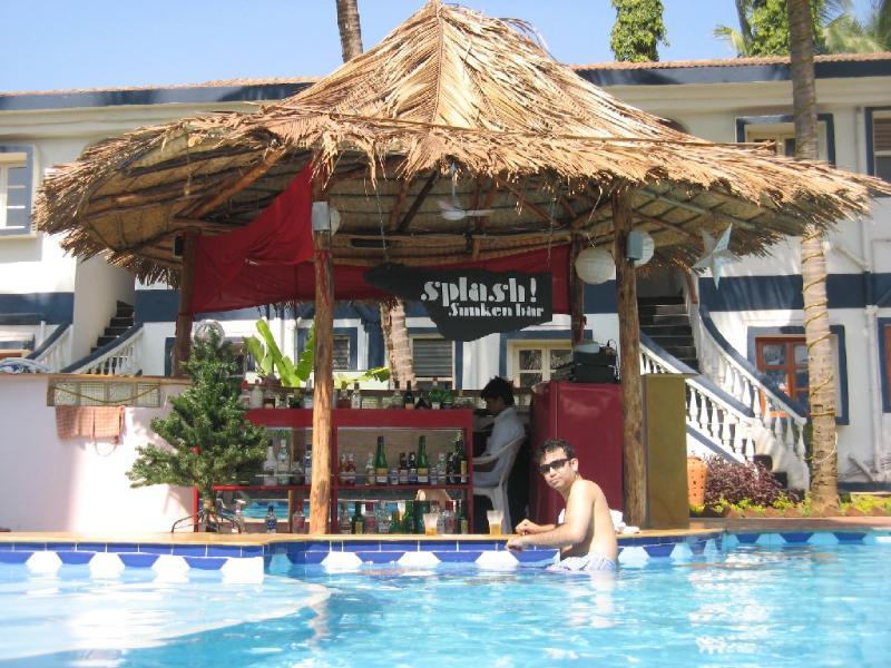Sunny beachside resort apartment ,Candolim,Gr., vacation rental in Bardez