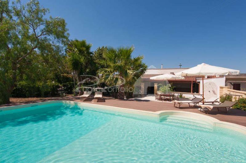 Puglia Holiday House with Pool nearby Gallipoli, aluguéis de temporada em Matino