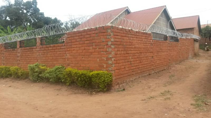 Welcome to KAMBAD-DOLM, house located 5 minutes from the city centre of Kampala, banks and markets