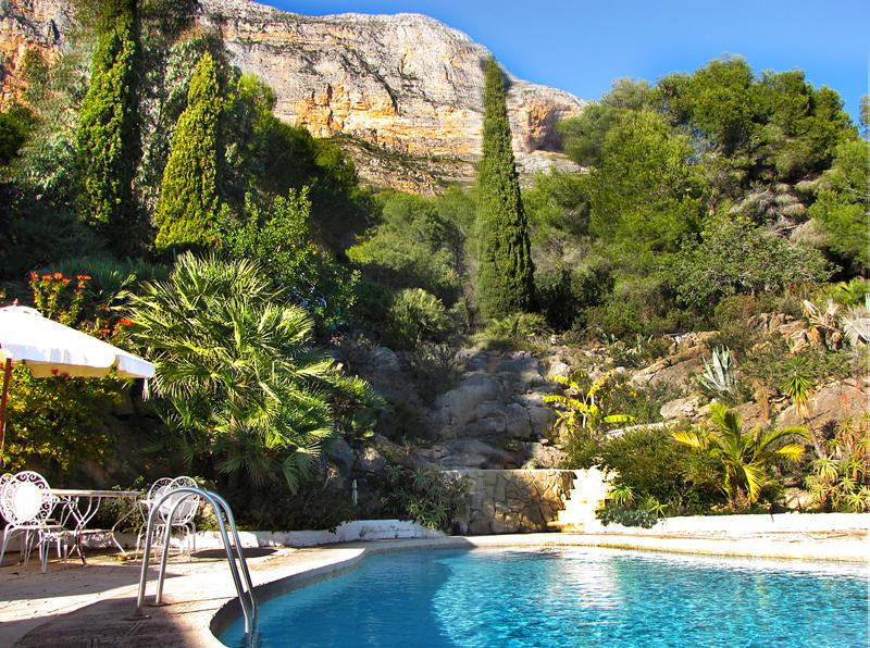 Huge total seclude,  private heated pool & jacuzzi in stunning location. Amazing views