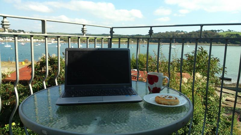catch up on those emails with free wi fi , perfect location for work while you play