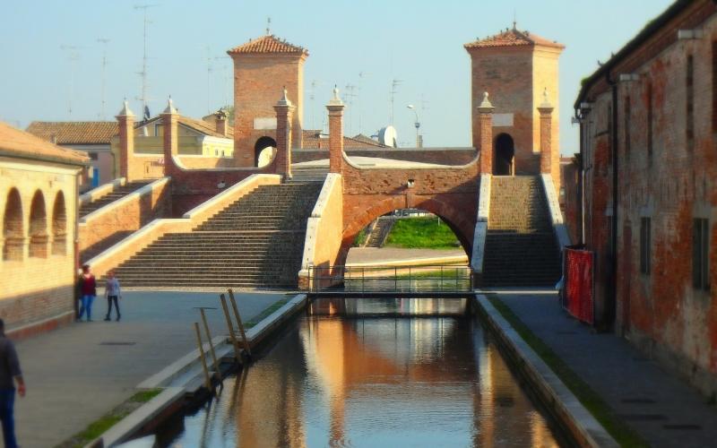 A pochi km da casa si trova la bella cittadina di Comacchio