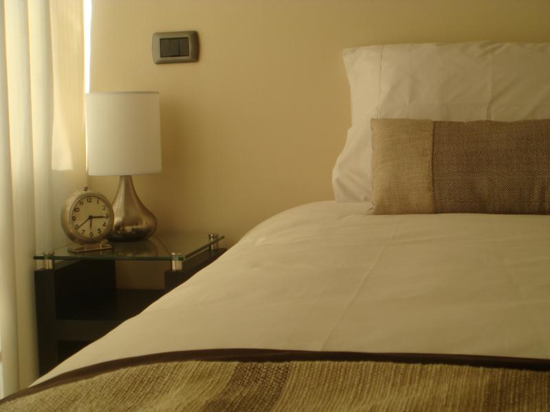 1 king size bed. It could be split in 2 twin size beds.