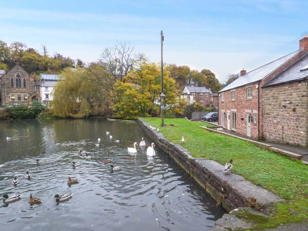 SMITHY COTTAGE ON THE MILL POND, character cottage, en-suite, WiFi, close to, holiday rental in Bonsall