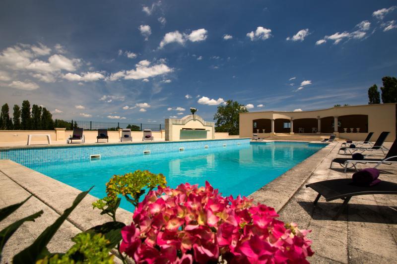 gites Domaine du Plan des Aires, holiday rental in Niozelles