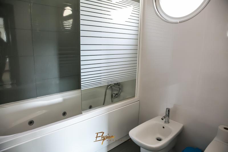 Suit bathroom with hydro massage bath