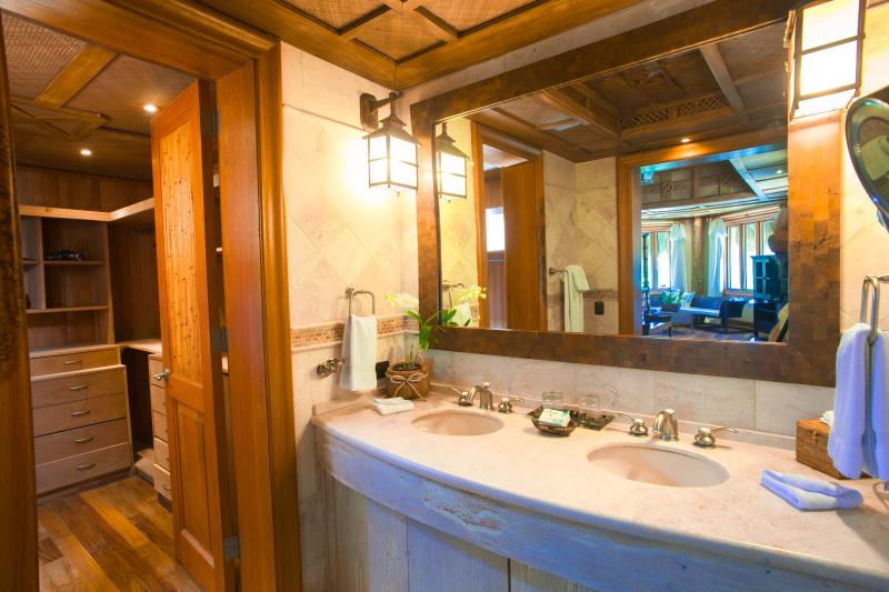 All bathrooms equipped with two sinks, shower, toilet and walk-in closet.