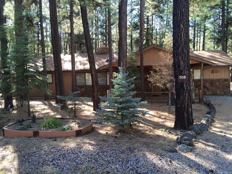 Enjoy the Holiday Season in this cozy 3bd/2ba home. Sunrise Ski Park opens 11/21/15!!!