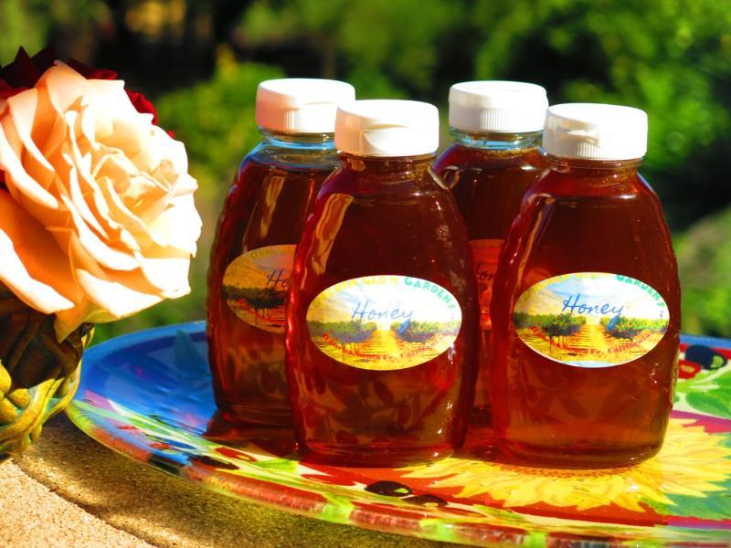 imbottigliamo il nostro miele dai nostri alveari
