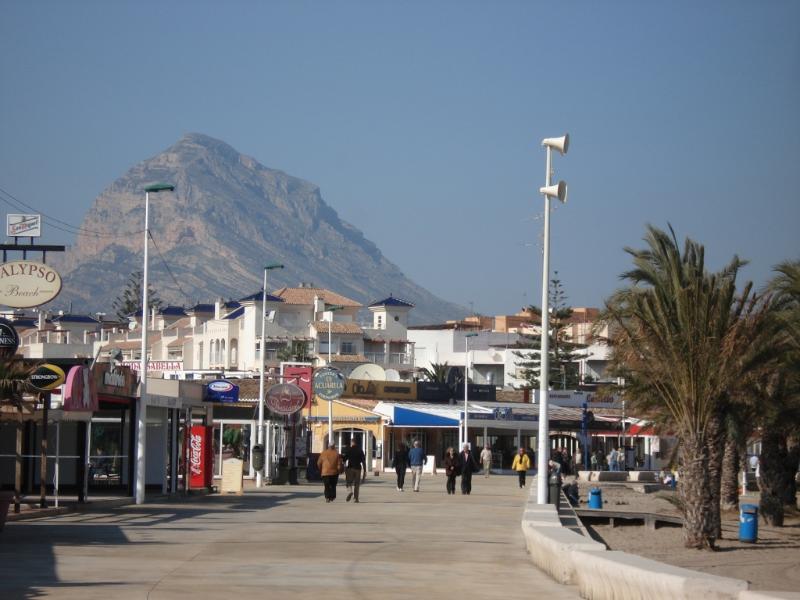 The boardwalk at Javea beach with many good restaurants