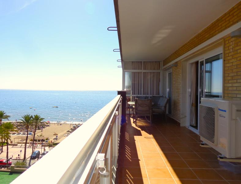 Newly renovated, luxurious sea-front apartment, holiday rental in Fuengirola