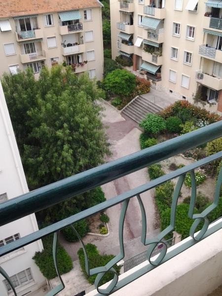 Vue sur jardins  (balcon chambre mauve )