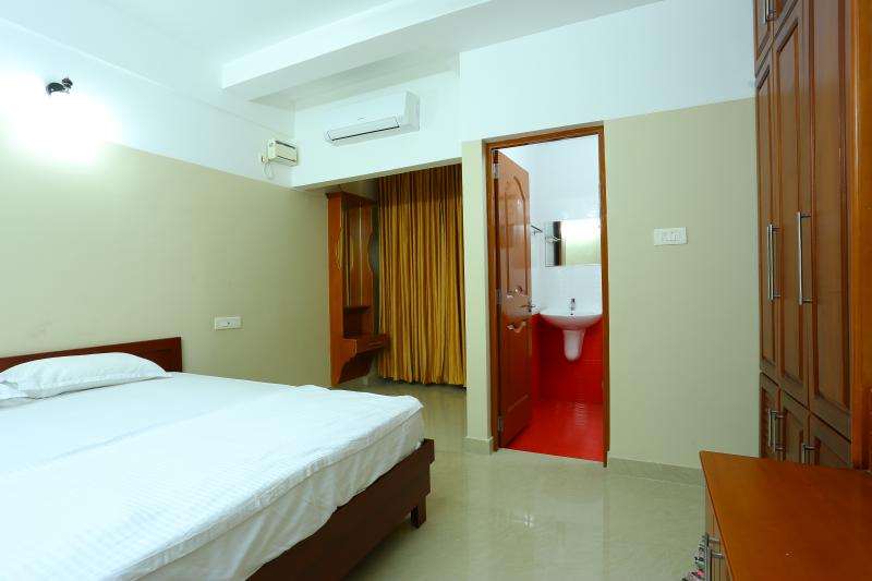 Fully Furnished Suit Rooms with Kitchen, vacation rental in Kazhakkoottam
