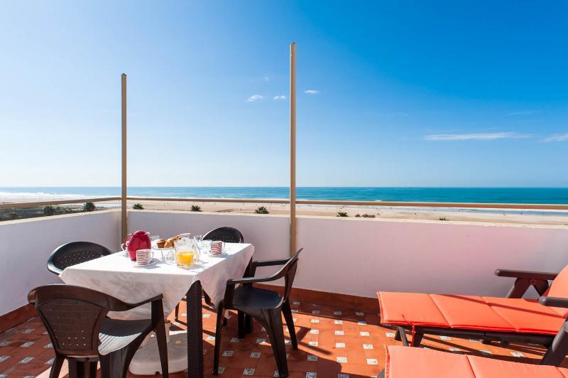 Duplex Primera Linea Playa, holiday rental in Conil de la Frontera