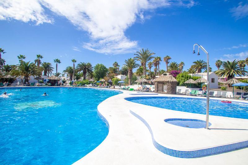 2 bed at Las Brisas, vacation rental in Playa Blanca