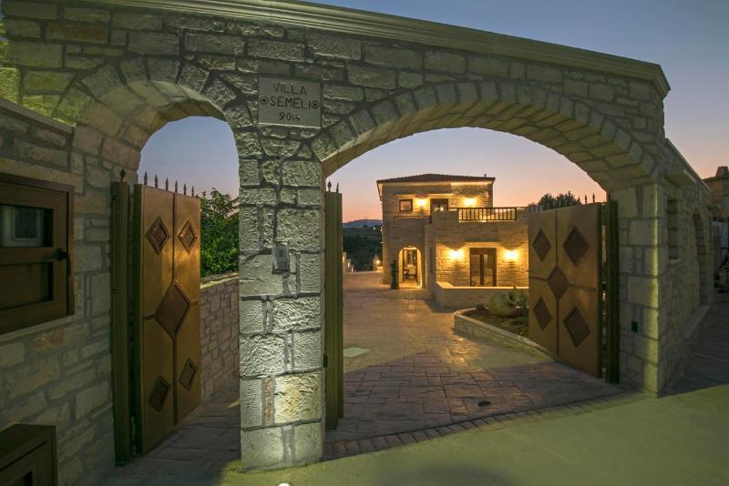 Asteri Villa Exterior