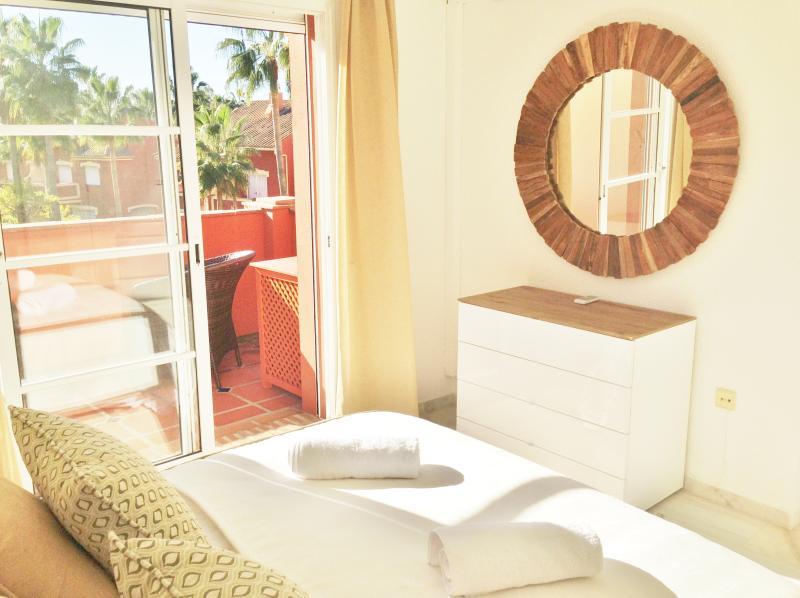 Quarto principal com casa de banho privativa e Terraço