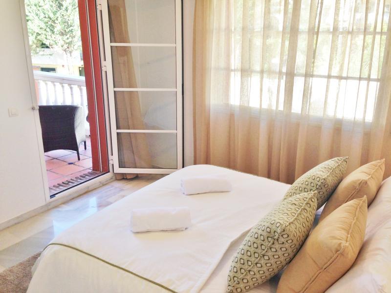 Segundo quarto com casa de banho banheiro e terraço