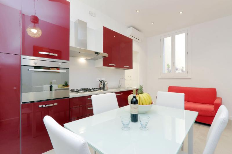 Rome Colosseum vacation Rental - Living Kitchen