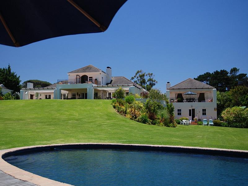 Majini Guest House and fine lawns