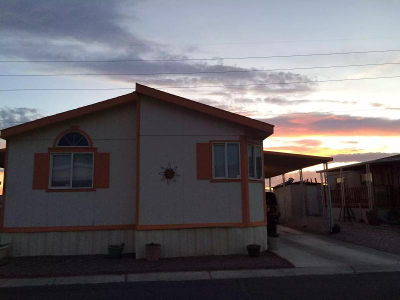 La casa móvil en una comunidad de casas prefabricadas w / mecha de seguridad! Impresionantes puestas de sol y vistas