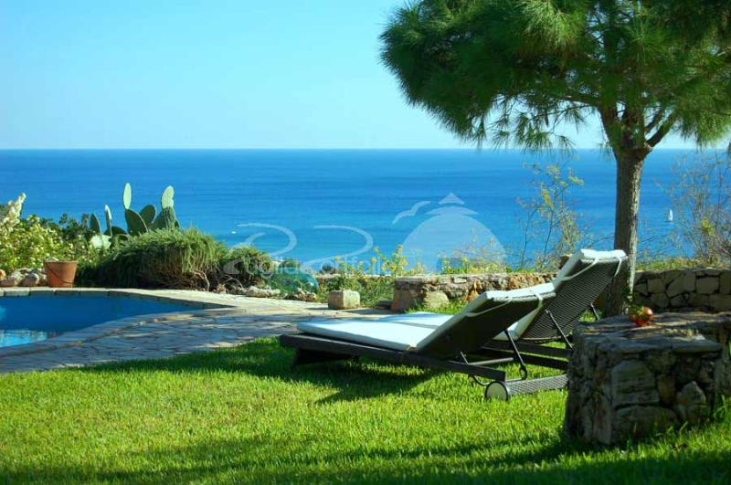 House in torre Vado with Amazing sea view, vacation rental in Torre Vado