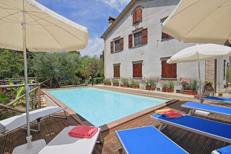 VILLA LIETA SOSTA - SOLE, holiday rental in Mondavio