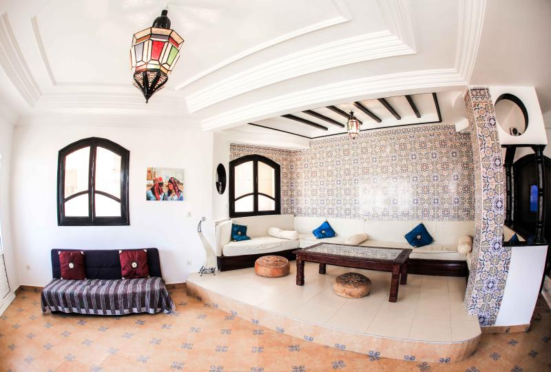 Beautiful mosaic-tiled Moroccan living room