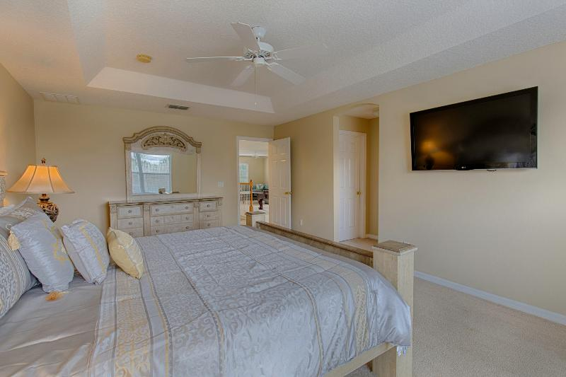 Master bedroom with wall mounted 47' TV