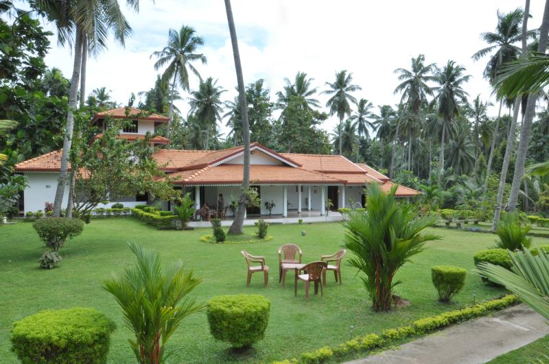 A House, Plantation and Mini Lake near Negombo., Ferienwohnung in Gampaha