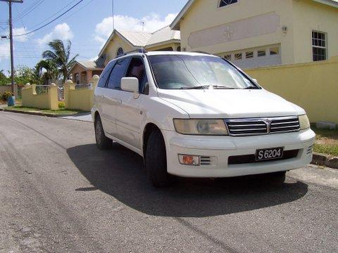 Autómata de Mitsubishi, 6 asientos, 5 puertas