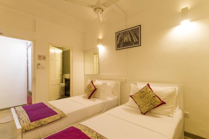 Chambre à deux lits qui peut être apportée à une configuration de la chambre double