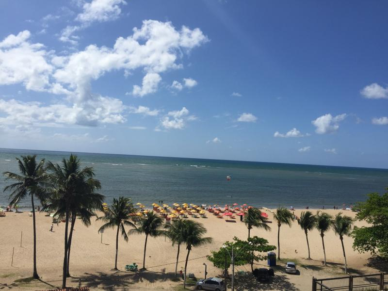 Excelente apartamento a beira mar, holiday rental in Recife