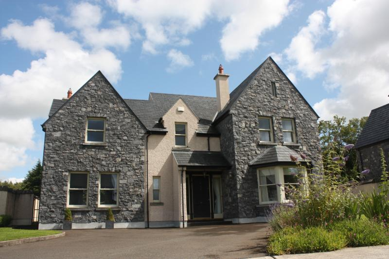 This imposing house has been recently built to very high standards throughout.