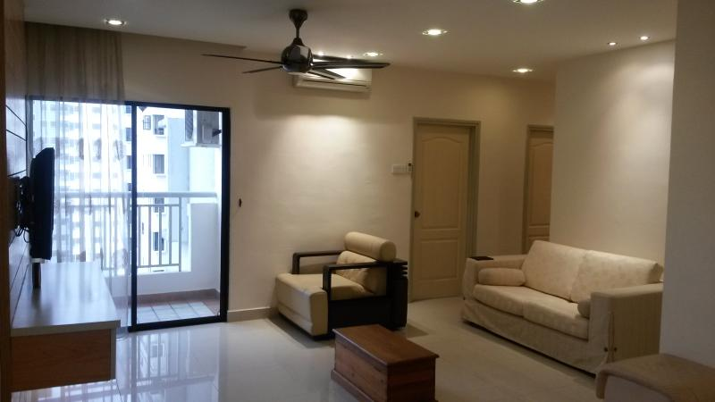 The Pelangi Suite: Convenience, Clean & Worthwhile, holiday rental in Petaling Jaya