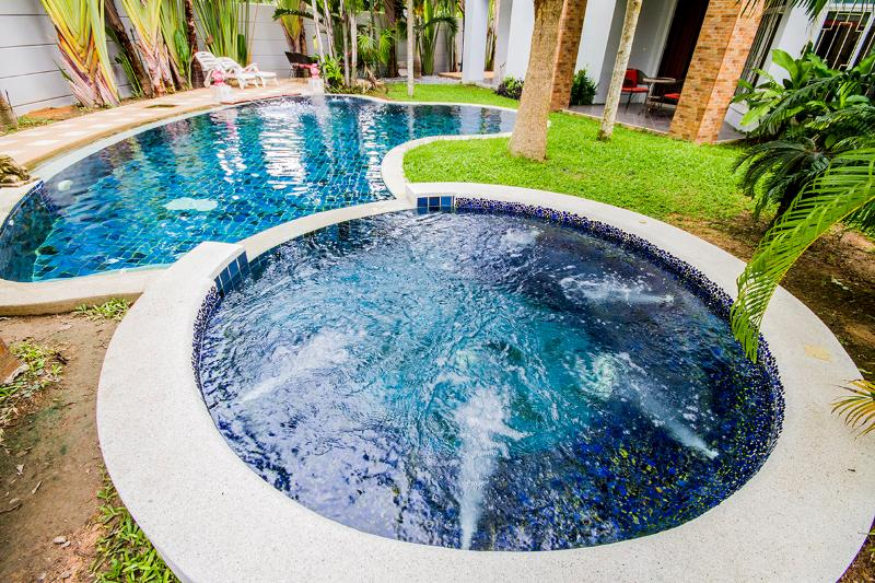 8 bedrooms BEACH VILLA with private pool, holiday rental in Sattahip