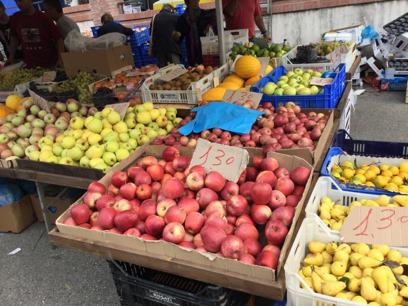 Itri Market fruit stall