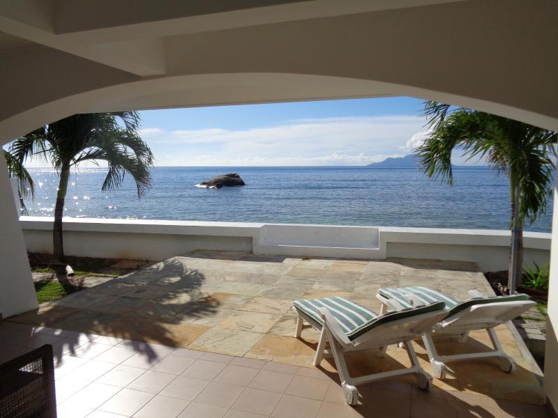 Beach View Villa - Beau Vallon, location de vacances à Mare Anglaise