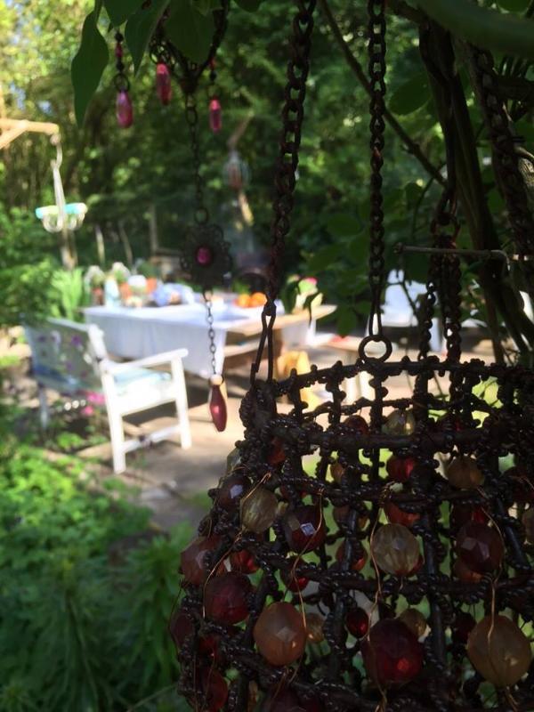 Jardín y mesa de exterior