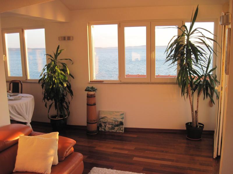 Large sea view apartment in Stobreč, holiday rental in Stobrec