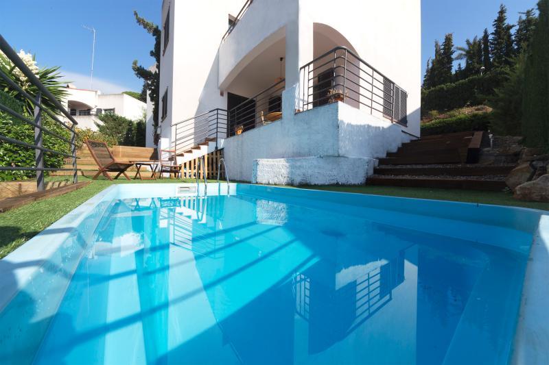 Modern villa steps away from the beach of Sant Pol, vacation rental in Sant Pol de Mar