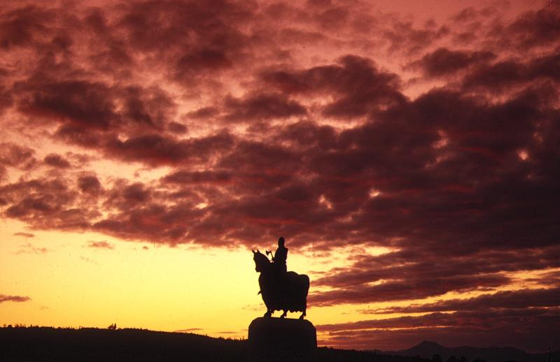 Robert the Bruce Statue at the Rotunda in Bannockburn a short walk  from the cottage